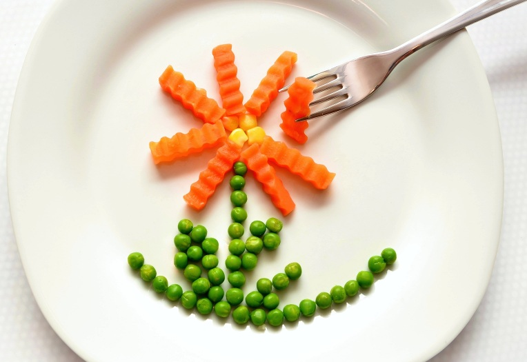 eat-carrots-peas-healthy-45218
